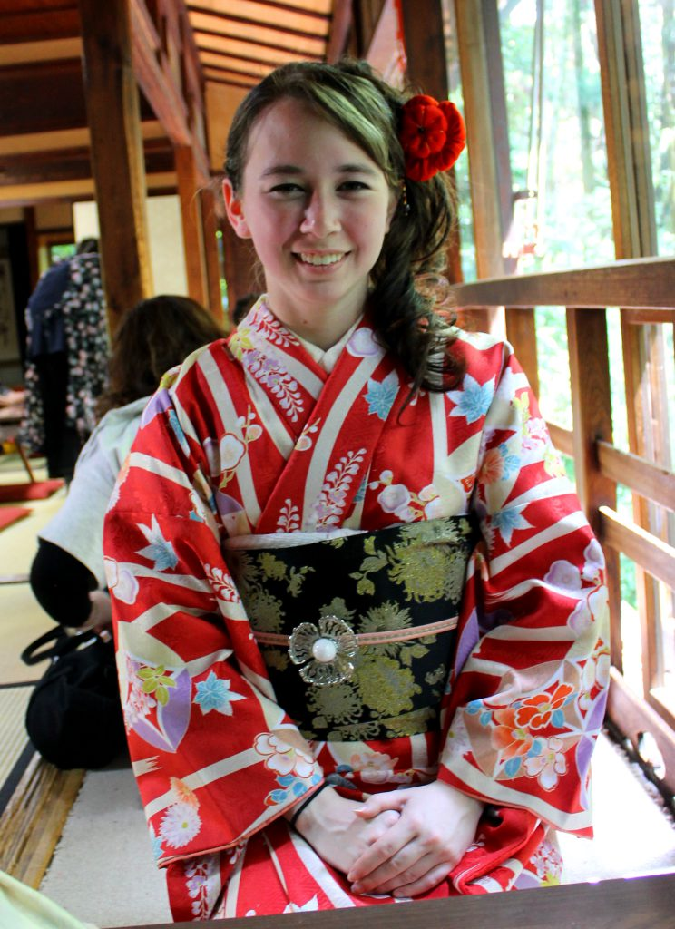 Sitting While Wearing a Kimono | Footsteps of a Dreamer