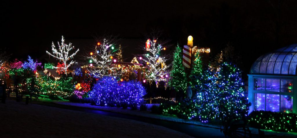 Christmas Lights at Stan Hywet in Akron, Ohio, USA | Footsteps of a Dreamer