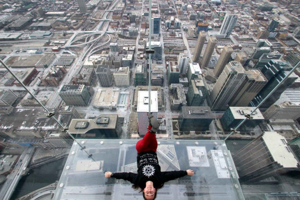 The Ledge at Chicago Skydeck | Footsteps of a Dreamer
