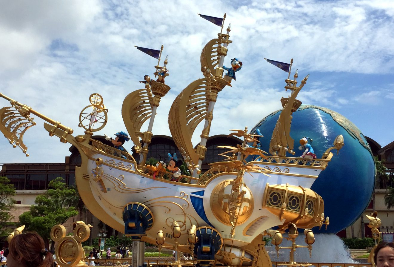 Entrance to Tokyo DisneySea in Japan | Footsteps of a Dreamer