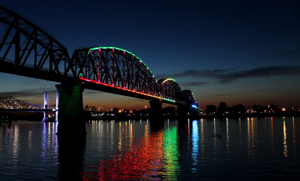 Big Four Bridge Lit Up at Night | Footsteps of a Dreamer
