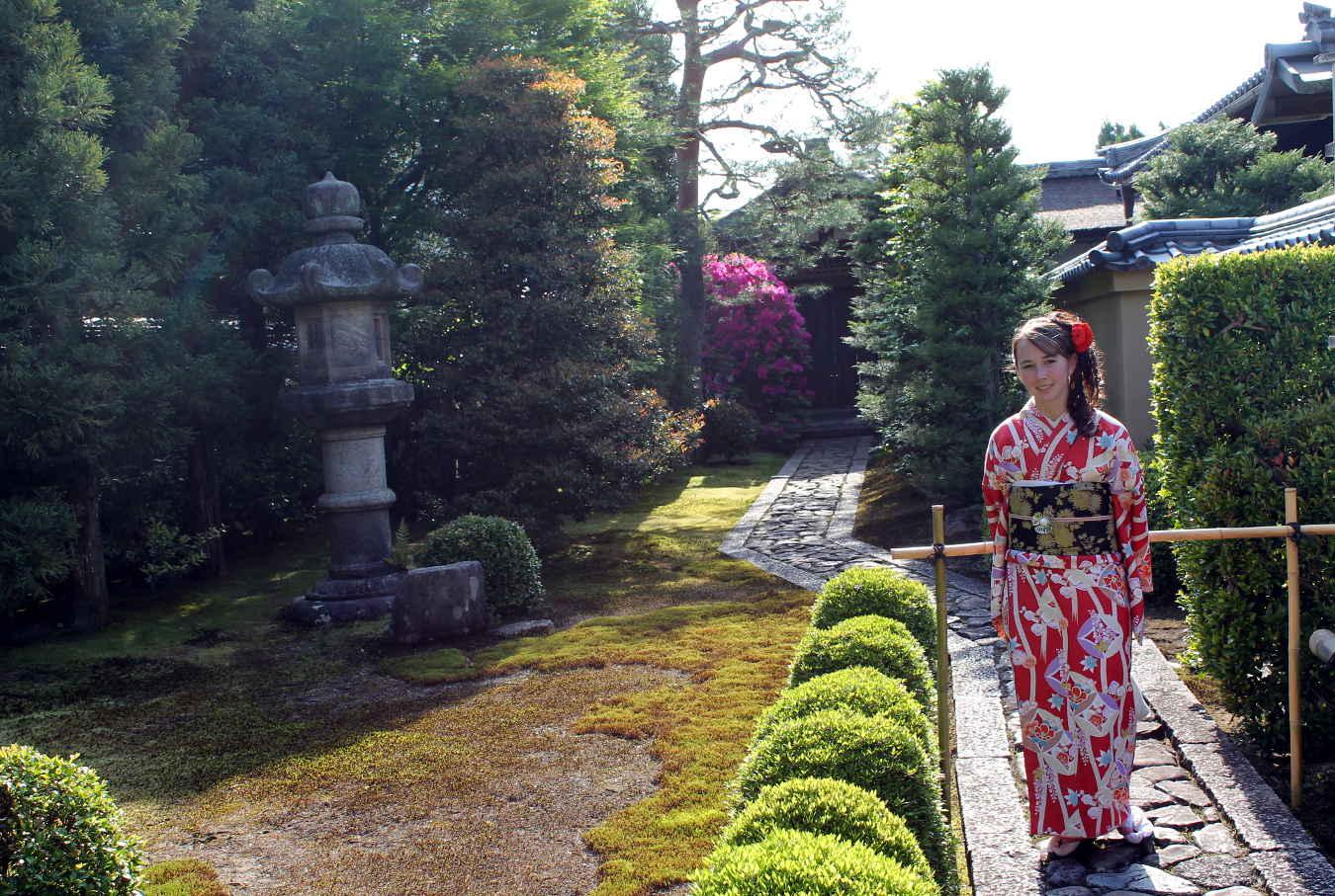 Wearing a Kimono at Daitokuji | Footsteps of a Dreamer