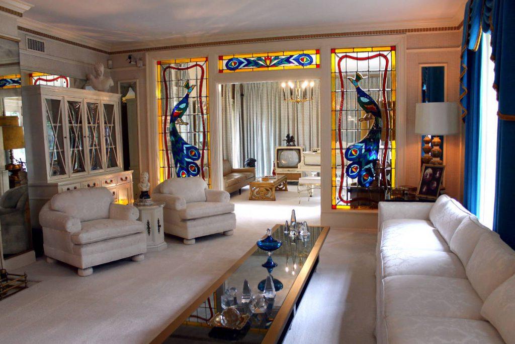 Graceland Living Room | Footsteps of a Dreamer