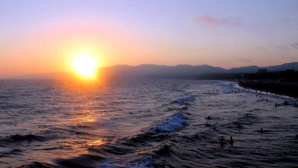 Sunset from Santa Monica Pier in LA | Footsteps of a Dreamer