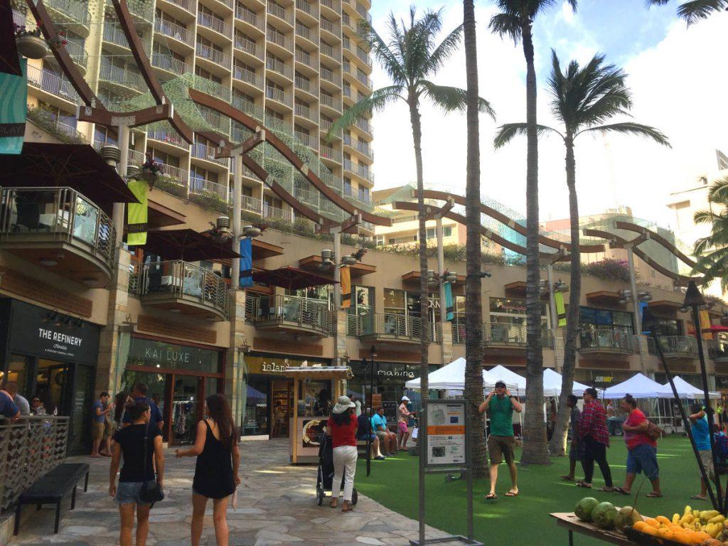 Shopping near Waikiki   Footsteps of a Dreamer