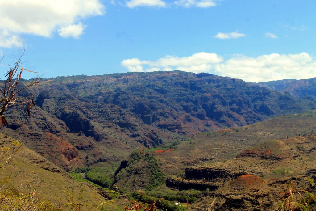 Pu'u Kila Lookout | Footsteps of a Dreamer