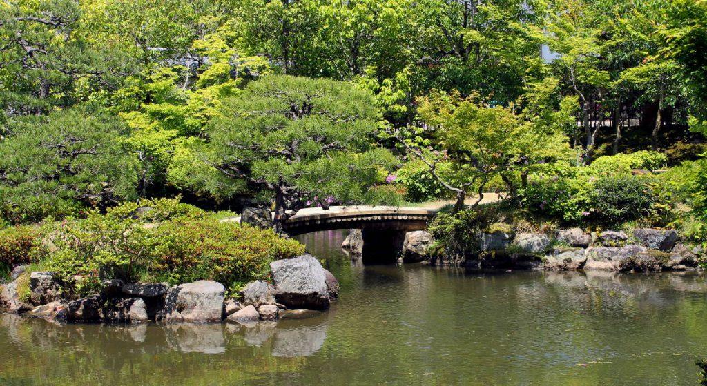 Isuien Garden | Footsteps of a Dreamer